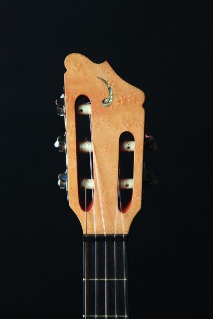 "Delgado""Guitarra de Golpe""上的鸟瞰枫木琴头镶嵌"