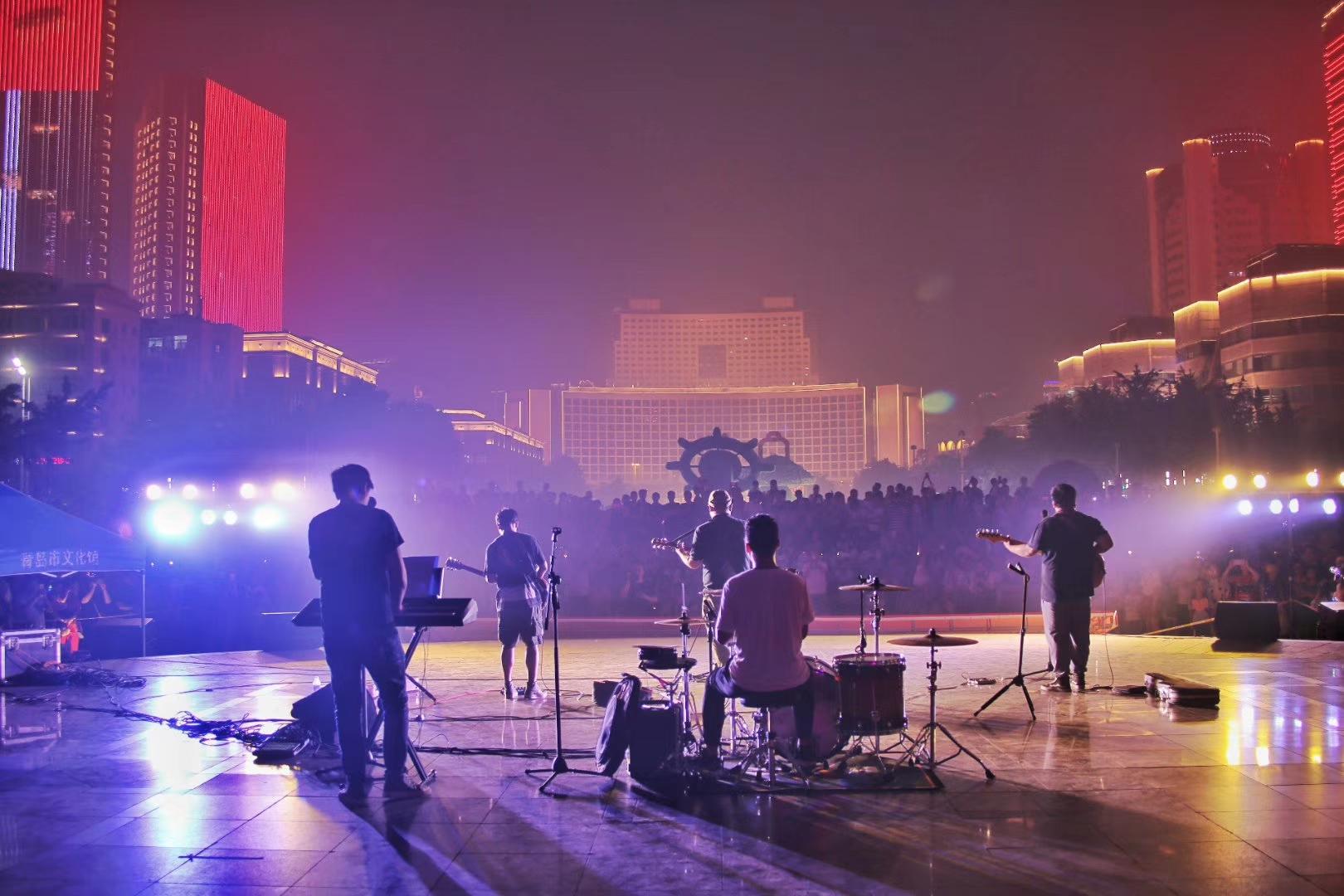 2019青岛音乐燃情一夏!五四广场夜色美,听听青春的歌